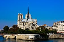 Free Notre Dame With A Flawless Blue Sky Stock Images - 18042304