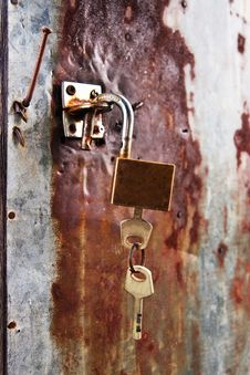Free Key Locked On Grunge Zinc Plate Stock Photos - 18044203