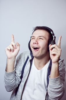 Free Guy In Headphones Stock Photo - 18047120