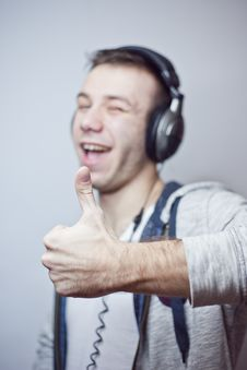 Free Guy In Headphones Royalty Free Stock Photos - 18047128