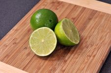 Free Sliced Lime On A Wooden Plate Stock Photos - 18051023