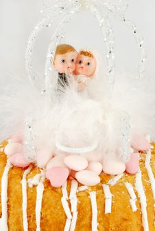 Free Children Bride And Groom Figurines On A Cake Stock Photo - 18052830