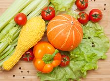 Free Large Bright Assortment Of Fresh Vegetables Royalty Free Stock Image - 18053296