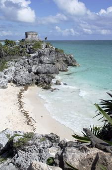 Free Ruins At Tulum Overlooking Beach Stock Photography - 18057402