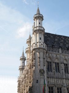 1:00PM Grand Place In Brussels Belgium (Vertical) Stock Photo