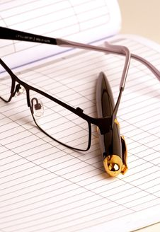 Free Pen And Glasses Stock Photos - 18070823