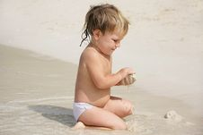 Free Cute Child On Beach Stock Photos - 18075823