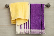 Free Purple And Yellow Towels Royalty Free Stock Images - 18078029