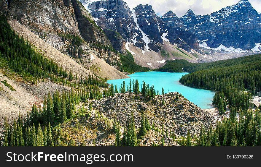 Moraine Lake, Valley of the Ten Peaks, Banff National Park, Beautiful Landscape, Alberta, Canada