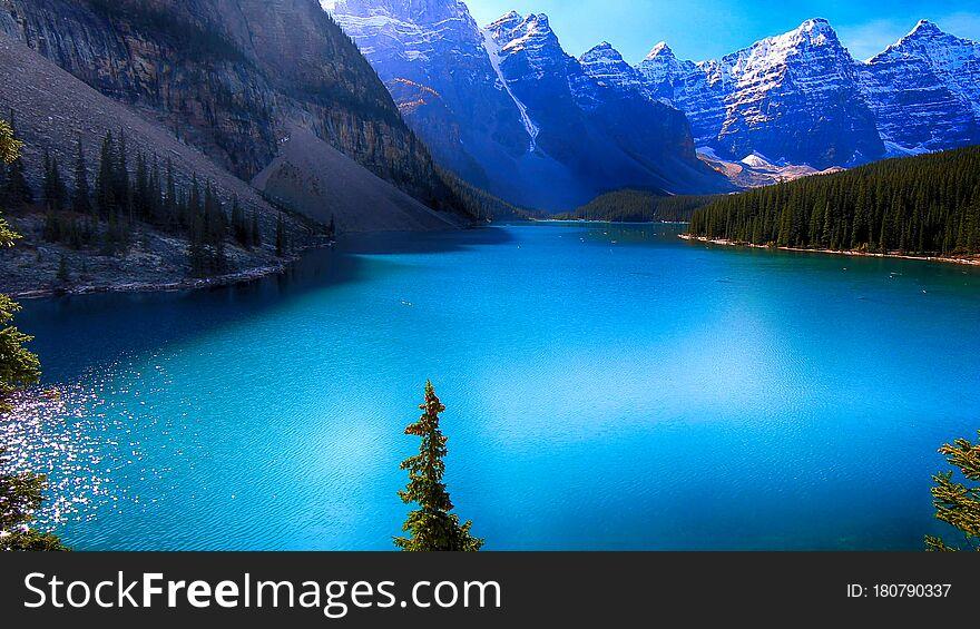 Moraine Lake, Valley of the Ten Peaks, Beautiful Landscape, Banff National Park, Alberta, Canada