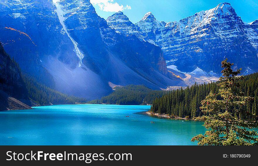 Moraine Lake, Banff National Park, Valley of the Ten Peaks, Beautiful Landscape, Alberta, Canada