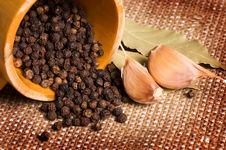 Free Black Peppercorns With Garlic And A Bay Leaf Stock Images - 18081124