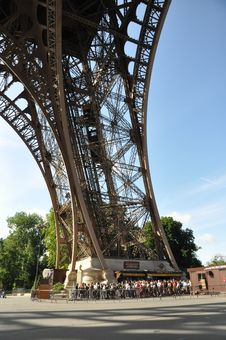 Free Paris - Eiffel Tower Royalty Free Stock Images - 18081889