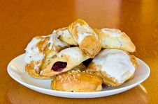 Free White Plate Of Assorted Pastry With Jelly Royalty Free Stock Images - 18085869