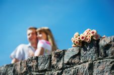 Free Bouquet Of White And Pink Roses And Lovers Couple Royalty Free Stock Photography - 18086537