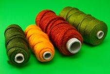 Free Bobbin Of Thread With Colorful Threads In A Row Royalty Free Stock Photography - 18087327