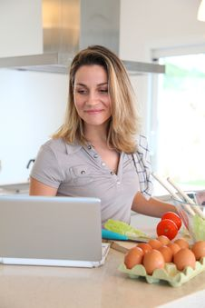 Free Woman In Kitchen Preparing Lunch Royalty Free Stock Photo - 18096855