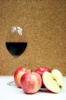 Free Red Apple And Red Wine Stock Image - 1812621