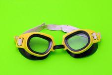 Free Yellow Swiming Glasses Royalty Free Stock Photo - 1813535