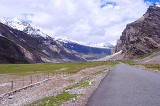 Free A Road To Ladakh Snow Peaks Stock Photos - 18100033