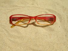 Free Red Eyeglasses Royalty Free Stock Photos - 18101538