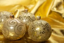 Free Gold Christmas Balls Stock Photos - 18120823