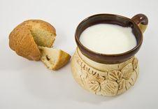 Free Mug Of Milk And Cake Royalty Free Stock Images - 18121579