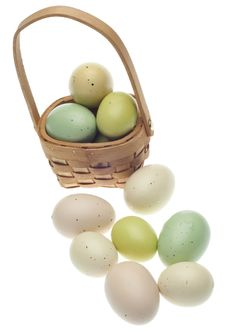Free Speckled Easter Eggs In A Basket Isolated Royalty Free Stock Images - 18122219