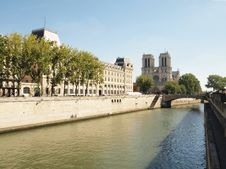 Free The Seine Of Notre Dame De Paris Stock Photography - 18129362