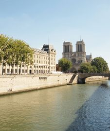 Free The Seine Of Notre Dame De Paris Royalty Free Stock Images - 18129369