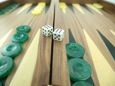 Free Backgammon Set With Dice Royalty Free Stock Photography - 18140337