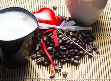 Free Two Coffee Cups, Heart And Coffee Beans Royalty Free Stock Photography - 18141017