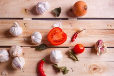 Free Onion, Garlic And Pepper Royalty Free Stock Photos - 18141108