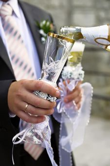 Free Pouring Champagne To Wineglass Stock Photos - 18150583
