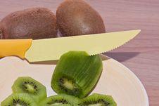 Free Kiwi To Be Cut Stock Photo - 18151050