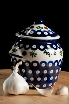 Free Blue And White Garlic Jar Royalty Free Stock Photo - 18155475