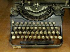 Free Old Typewriter Royalty Free Stock Photos - 18163138