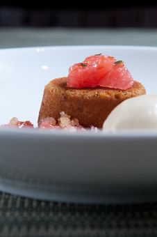 Brown Sugar Cake With Fresh Grapefruit Stock Photography
