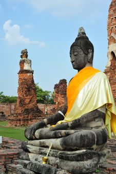 Free Buddha In The Ruin Temple Stock Photography - 18173702