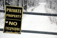Free No Trespassing Sign In Winter Royalty Free Stock Photography - 18179567