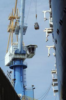 Shipyard Crane At Work Royalty Free Stock Images