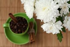 Free Coffee Beans In A Green Cup Stock Photography - 18181892