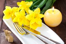 Free Table Setting With Daffodils Royalty Free Stock Photos - 18186658