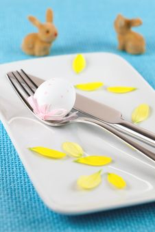 Free Easter Place Setting With Bunnies Royalty Free Stock Images - 18187119