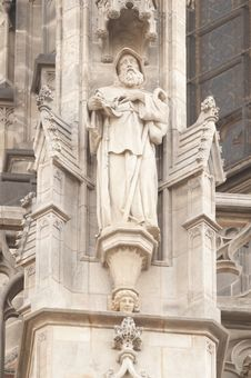 Free Statues On Gothic Cathedral Stock Images - 18188574