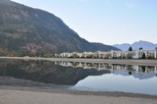 Free Famous Harrison Hot Springs Lake View Royalty Free Stock Images - 18188759
