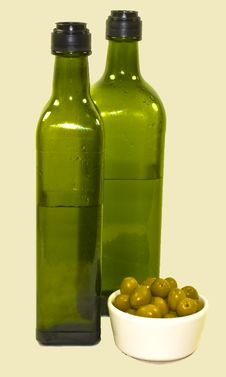 Free Green Bottles Of Olive Oil Royalty Free Stock Images - 18190519