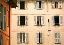 Free Wall With Windows Of Old Town House Royalty Free Stock Images - 18191839