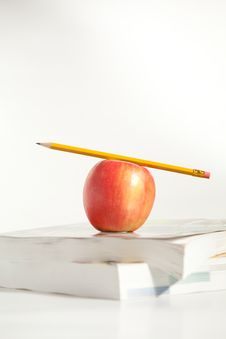 Free Pencil On Top An Apple Royalty Free Stock Photography - 18192807