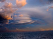 Free Unusual Cloud Over Sea. Royalty Free Stock Images - 18196649